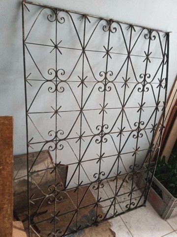 Janela e gradiados de ferro - Foto 2