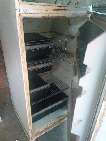 Duas geladeiras na promoção