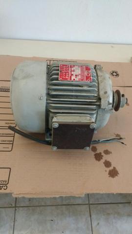 Motor trifásico 220 volts
