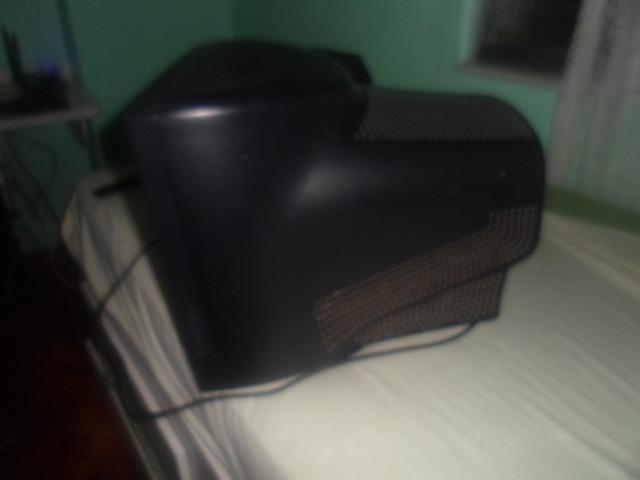 Monitor sansung antigo usado mas funcionando perfeitamente - Foto 2
