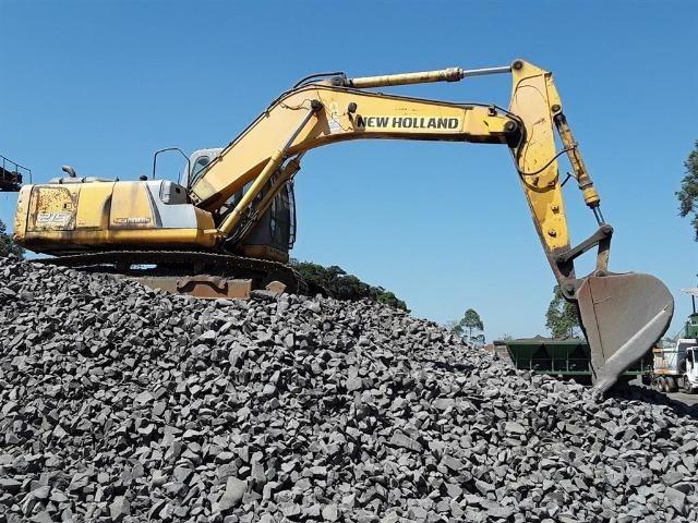 Escavadeira New Holland E215B ano 2012