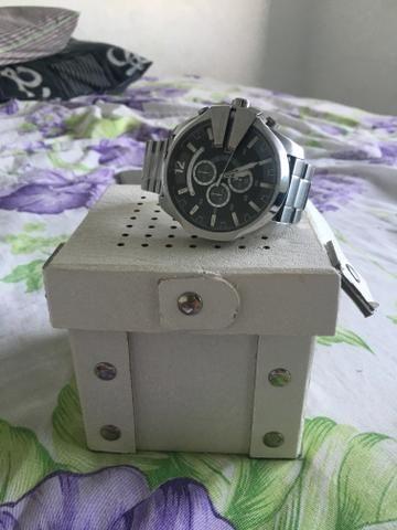 Lindo e original relógio diesel