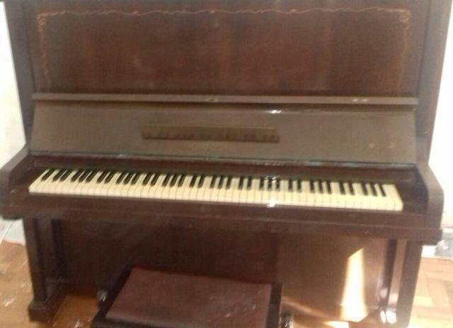 Piano vertical Brasil conservado