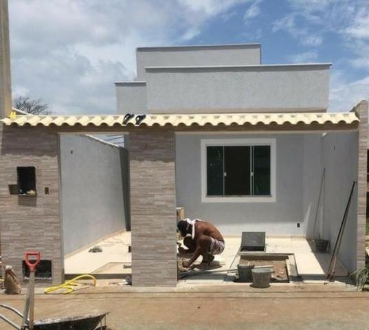 Linda casa linear composta de 2 quartos no Jardim Vitoria