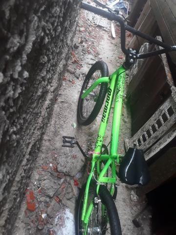 Vendo essas duas bicicletas uma para criança e outra para adulto