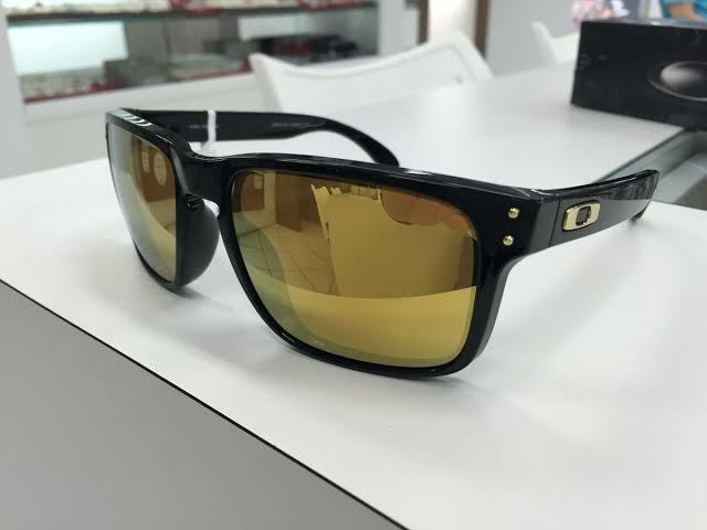 e1d10778f493c Óculos de Sol Oakley Holbrook - Matte Black e Dourado - Bijouterias ...