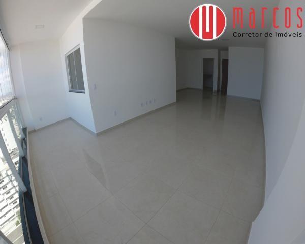Apartamento para locação 3 quartos, amplo e novíssimo na Praia do Morro. - Foto 3