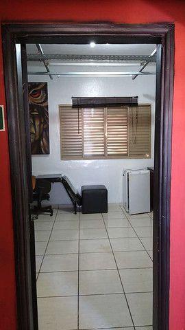 Aluga-se Lindo Imóvel Comercial e ou Residencial, com garagem para um carro, 2 dormitórios - Foto 12