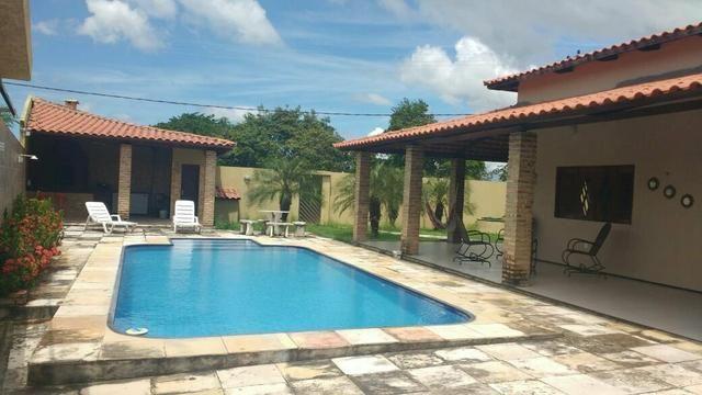 Aluga-se casa com piscina mobiliada no Eusébio