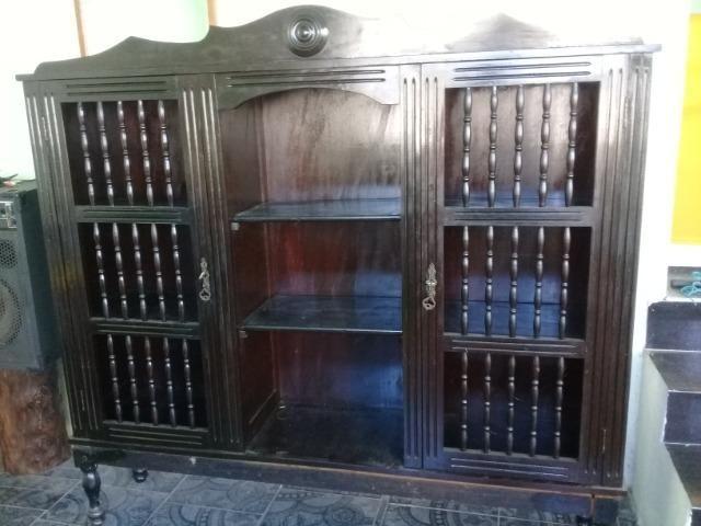 Armario cristaleira antigo madeira de lei trabalhado a mao - Foto 6