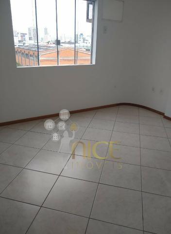 Amplo apartamento com 01 suíte + 01 dormitório no centro de Itajaí - Foto 4