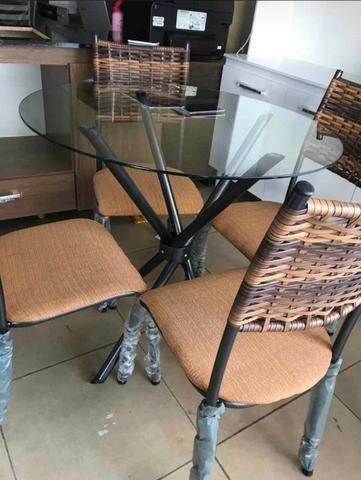 Mesa com 4 cadeiras tampo de vidro - Foto 3