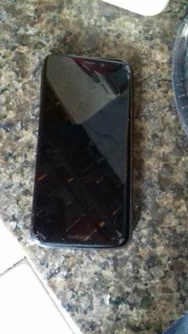 Vendo Motorola one baratinho só tá com alto Falante queimado e a tela trincada um pouco - Foto 2