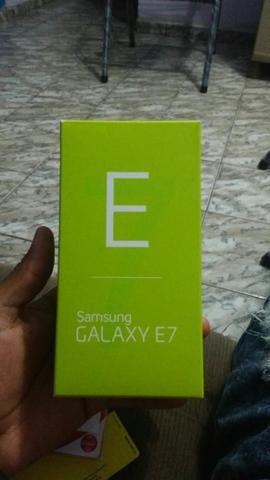 Vendo ou troco samsung E7 na caixa