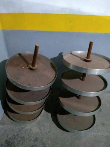 Prateleiras de madeira