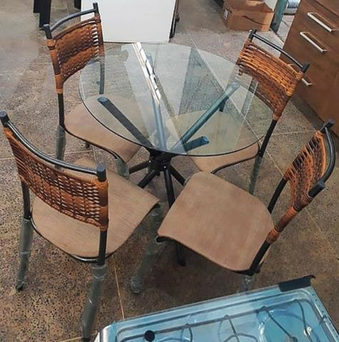 Mesa com 4 cadeiras tampo de vidro - Foto 2