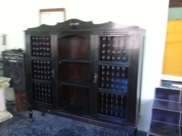 Armario cristaleira antigo madeira de lei trabalhado a mao - Foto 5