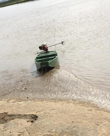 Barco com motor de rabeta