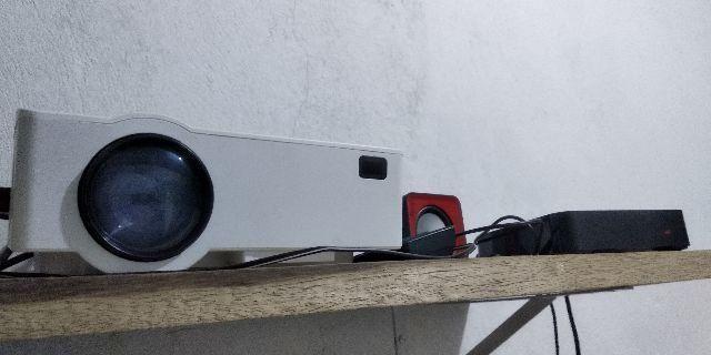 Projetor 1800 lúmens HD + TV Box