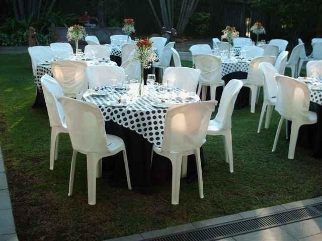 Aluguel de Mesas - Cadeiras - Freezer - Brinquedos - Enfeites para Festas. 2559-0776 / 9 9