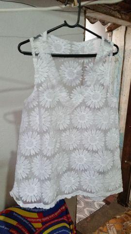 Blusa de Renda Branca com Flores