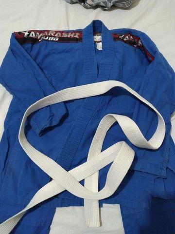 Vendo esta roupa para judô semi nova sem nenhum grave  - Foto 2