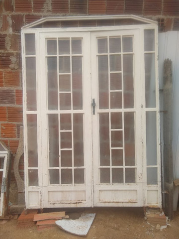 Vendo porta usada em bom estado
