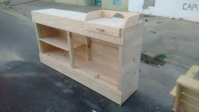 Balcão mesas poltronas
