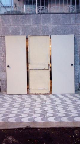 Porta de ferro e madeira