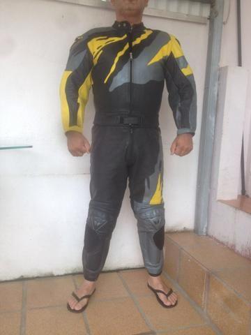 Macacão couro motoqueiro