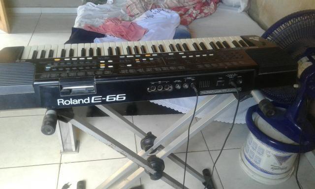 Teclado Roland E-66