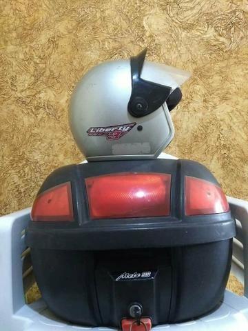 Baú com suporte + capacete