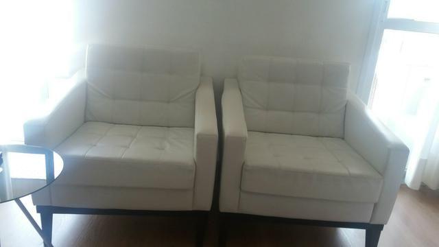 2 poltronas brancas - retrô
