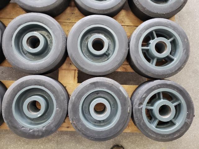 """Rodas 12""""x 4"""" para 1200 kg usadas - Foto 6"""