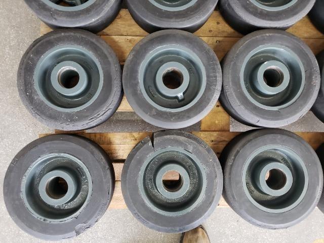 """Rodas 12""""x 4"""" para 1200 kg usadas - Foto 4"""