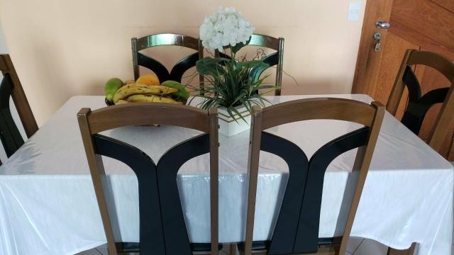 MESA 6 cadeiras com tampo de vidro. 500,00 tem conversa no valor. Passo passar no cartão - Foto 3