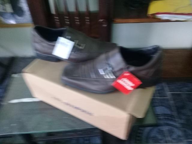 Lindo sapato social n 41 em couro legitimo,na caixa sem uso