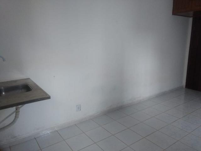Kitnet itapuan suíte individual quarto e banheiro itapuã - Foto 4
