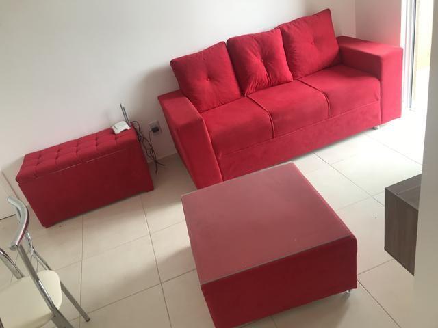 Sofá mesa de centro e puff baú 550