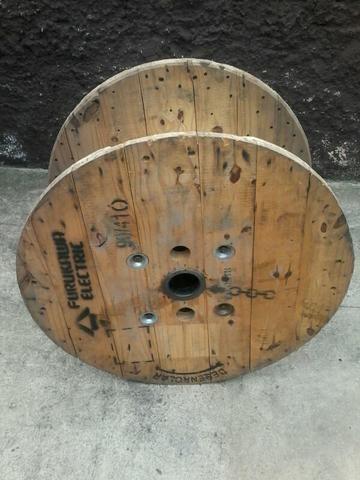 Vendo carretel de madeira