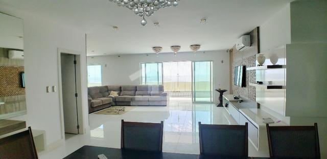 Apartamento com 400m / 5 Suítes / Ponta do Farol / Frente Mar - Foto 2