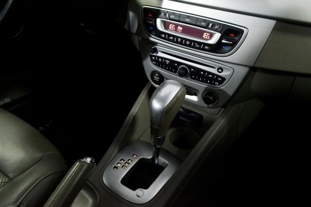Renault FLUENCE Sedan Privilège 2.0 16V FLEX Aut - Prata - 2011 - Foto 18