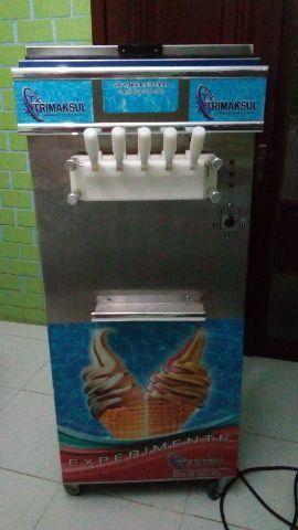 Máquina de sorvete de três cubas cinco sabores
