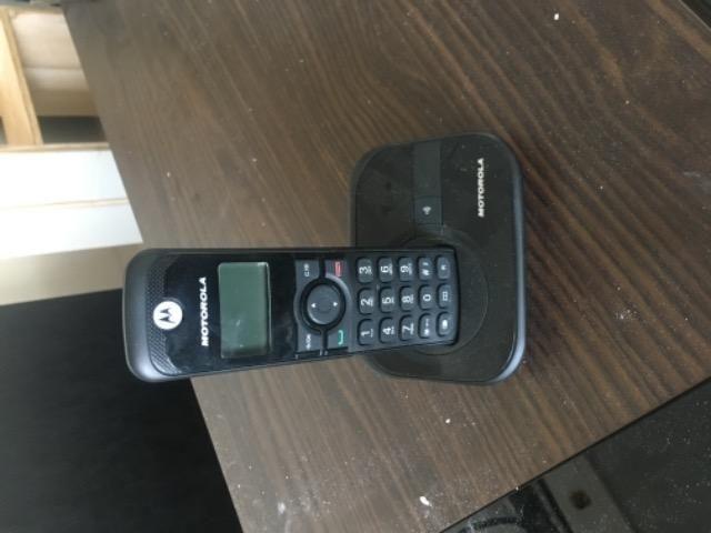 Dois telefones sem fio e cabos auxiliares!