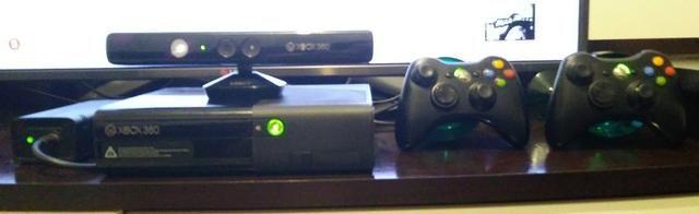 Xbox 360 + Kinect + 02 controle + Jogo - Foto 2