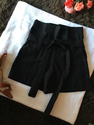 Shorts, blusas e macacão