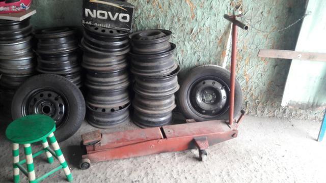 Lote Equipamentos borracharia com rodas e pneus
