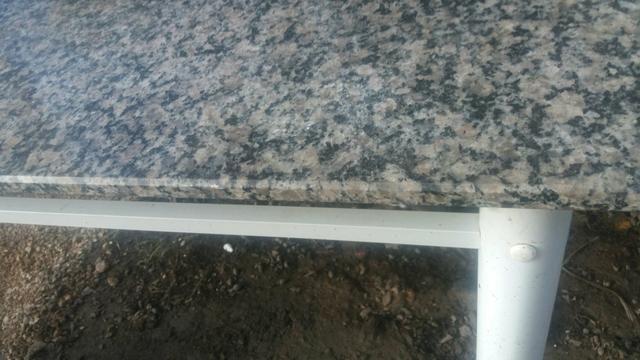 Mesa de marmore sem cadeiras