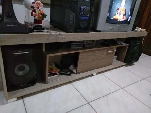 Painel com suporte para tv e raque