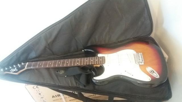 Guitarra Eagle Stratocaster Canhoto